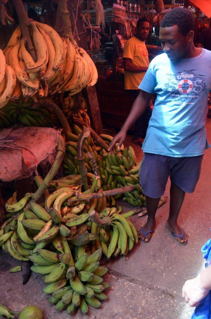 Banany na targu