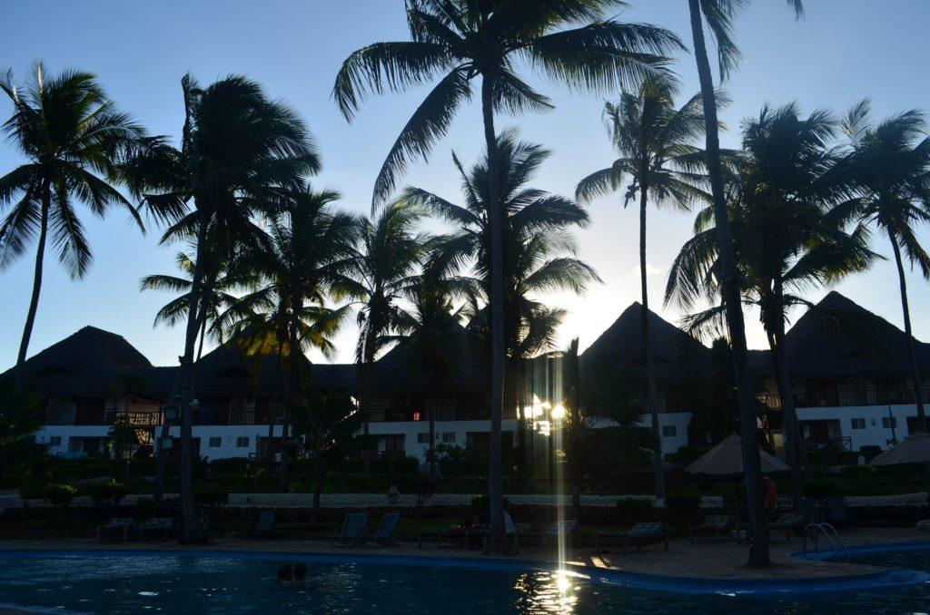 Hotel o zachodzie słońca