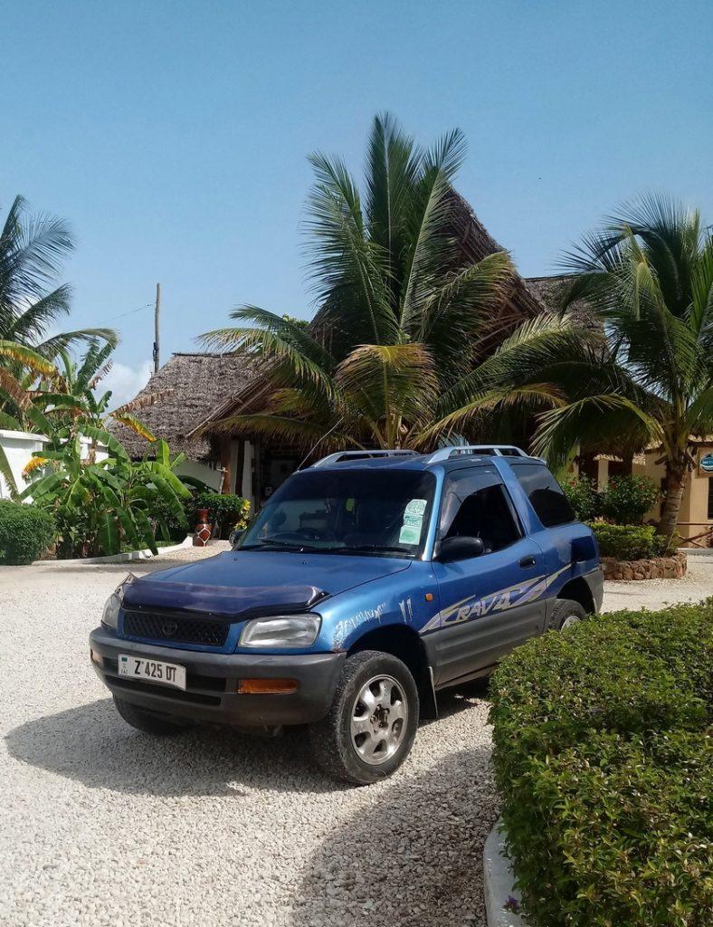 Nasza wypożyczona Toyota Rav 4 na Zanzibarze
