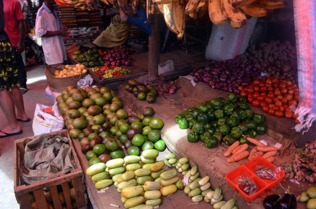 Owoce i warzywa na targowisku