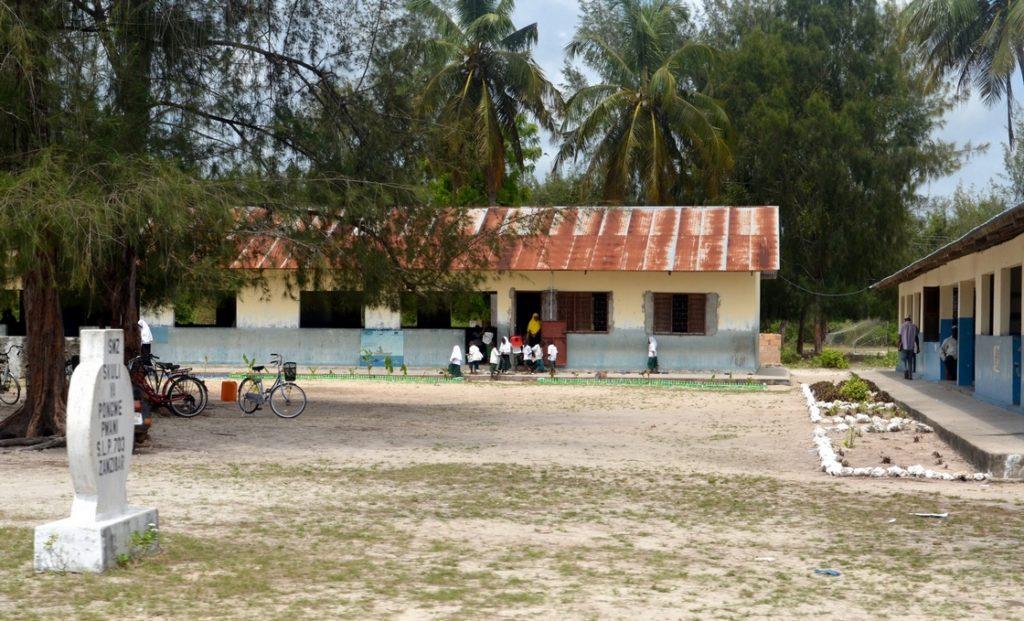 Lokalna szkoła w wiosce Zanzibar