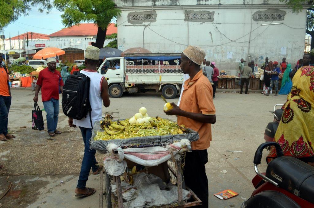 Sprzedawca owoców w stolicy