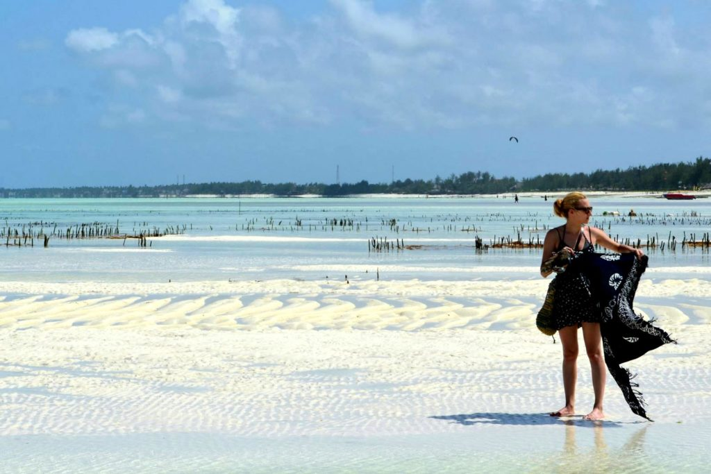 Ja na tle upraw alg ocean indyjski Zanzibar